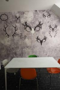 Amden - uklizené interiéry